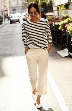 Nicole Warne com Blusa Listrada e Calça de Alfaiataria                                                                                                                                                                                 Mais