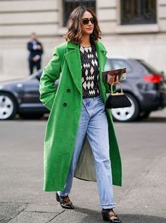 We'd be willing to bet your winter coat is a variation of brown, black, navy, tan, or olive. Change that up with one of our 20 favorite colorful coats. Citizens Of Humanity, Jersey Multicolor, Jersey Jacquard, Casual Attire For Women, Jeans Trend, Denim Look, Cooler Look, Black And Navy, Skinny
