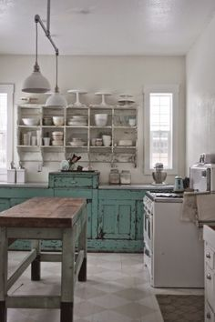 Looking for some wonderful suggestions to develop a shabby chic theme within your new kitchen? Shabby Chic kitchen style has its origins in traditiona. Farmhouse Style Kitchen, Rustic Kitchen, Country Kitchen, Modern Farmhouse, Kitchen Decor, Farmhouse Kitchens, Vintage Farmhouse, Kitchen Furniture, Farmhouse Sinks
