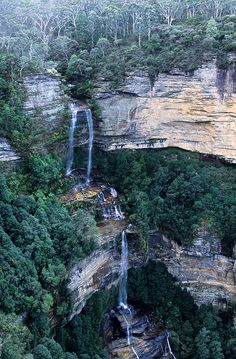 Blue Mountains in Australia . Blue Mountain by giuseppeponsphotographer, via Flickr