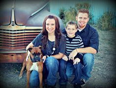 Family pose with dog | Family Picture idea  www.cheapshotsllc.com  --Utah