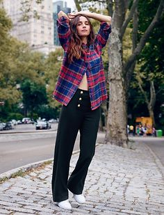 Madewell x Sezane Collaboration 2016 Street Style Looks, Street Style Women, Tartan, Plaid, Made Clothing, French Girls, Boyfriend Shirt, Tomboy Fashion, Parisian Style