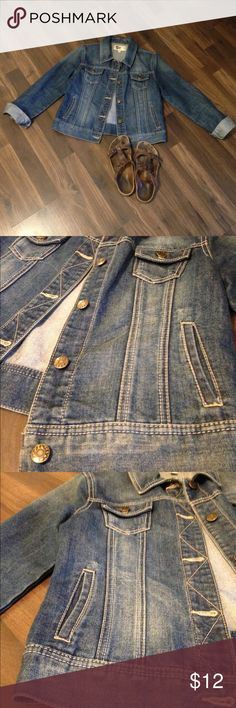 Khol's Blue Jean Jacket This blue jean jacket is in EXCELLENT condition, with no flaws! It just doesn't fit me anymore. It's a teen's size large, but fits like a women's small. It has the perfect amount of worn color around it and has so much life left! SO Jackets & Coats Jean Jackets