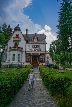 Cum a fost la Vila Camelia + un concurs Romania, Mansions, House Styles, Home Decor, Bebe, Decoration Home, Manor Houses, Room Decor, Villas
