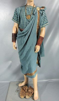 Early Ancient Rome: replication of dress Ancient Rome, Ancient Greece, Greek God Costume, Ancient Greek Clothing, Roman Clothes, Greek Men, Toga Party, Theatre Costumes, Halloween Disfraces