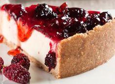 """Leve e saborosa, a <a href=""""http://mdemulher.abril.com.br/culinaria/receitas/receita-de-torta-amora-iogurte-612326.shtml"""" target=""""_blank"""">torta de amora com iogurte</a> tem a cara da primavera."""