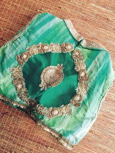 salwar design,  ethnic kurtis ,  saree shop @ http://ladyindia.com Kurti Neck Designs, Choli Designs, Salwar Designs, Choli Blouse Design, Saree Blouse Designs, Blouse Styles, Blouse Neck, Sari Blouse, Blouse Models