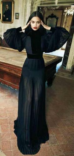 Morticia Dress Look By Gucci vestidos Dresses Shopping, Design Ideas, Pictures And Inspiration Gucci Fashion Show, Abaya Fashion, Runway Fashion, Fashion Trends, Black Evening Dresses, Evening Gowns, Autumn Dresses, Dark Fashion, High Fashion