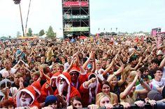 Highfield Festival 2012 - Nach zwölf erfolgreichen Jahren in Thüringen, findet das größte Indie-Rock-Festival Ostdeutschlands 2012 nun zum dritten Mal in Sachsen statt. Das neue Gelände befindet sich auf der Magdeborner Halbinsel am Störmthaler See in der Gemeinde Großpösna, nur wenige Kilometer von Leipzig und verkehrsgünstig an der A 38 gelegen, statt. Das Veranstaltungsgelände bietet komfortabel Platz für das Drei-Tages-Festival mit Live-Konzerten von nationalen und internationalen…
