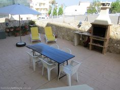 2 bedroom apartment in Ferragudo to rent from pw. With balcony/terrace, log fire, TV and DVD. Log Fires, Outdoor Tables, Outdoor Decor, 2 Bedroom Apartment, Balcony, Terrace, Outdoor Furniture Sets, Tv, Summer