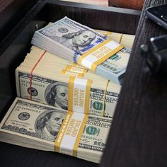 There's so much money to be made from investing in binary options and bitcoin investments. Trade binary option and make steady profit.💰💰 Satisfy your want 😎😎 Dm for info📩 Gold Money, My Money, Way To Make Money, Extra Money, Make Money Online, How To Make, Teen Money, Talisman, Dollar Money