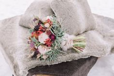 Lake_Louise_winter_wedding | Photo by Darren Roberts photography | Design by Naturally Chic | Flowers by Willow Flower Co.
