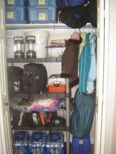 72 hour kit, what to pack, where to store: blankets in air compressed bags to save space especially if evacuating on foot. I am totally doing this in my downstairs closet! (after I purge of course)
