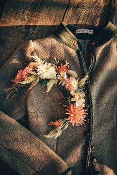 LENA HOSCHEK TRADITION - Frühling/Sommer 2019 ©Rares Peicu - Johann Walkjanker Granit #walkjanker #jacket #naturalstyle #spring #summer #lenahoschek #tradition #tracht #lenahoschektradition #österreich #austria