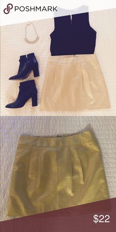 Banana Republic gold mini skirt Perfect for the holidays! Gold jacquard mini skirt with pockets. There is a lining on the inside. Banana Republic Skirts Mini
