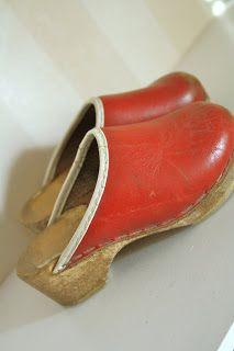 70s Shoes, Clogs Shoes, Moda Retro, Childhood Memories, Boho Chic, Retro Vintage, Vintage Fashion, My Style, Wedges