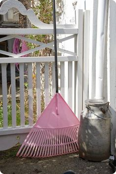 I can't see my husband using this at all.or that pink hose in the background! Pink Love, Pretty In Pink, Pink Purple, Pink Hat, Pink Garden, Love Garden, Country Farm, Country Living, Everything Pink