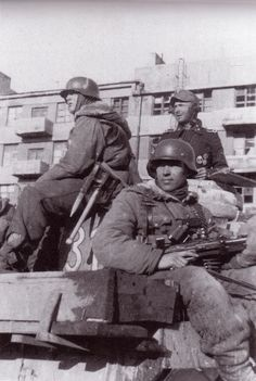 Another shot in the sequence. Kharkov, 1943