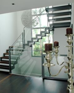 Photo DT45 - ESCA'DROIT® 2/4 Tournants with bearings Intermediate Square.  metal design interior staircase, wood and glass for a contemporary loft-like interior.