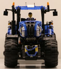 Lego New Holland Tractor T8.420