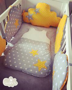 """Ensemble """"sur mon petit nuage"""" Tour de lit 60/120* comprenant 5 nuages de couleurs jaune et gris motifs étoile 100% coton lavage en machine a 30° Gigoteuse 0/6 mois* de - 18216189"""
