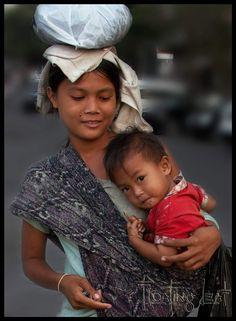 Babywearing in Bali