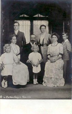 Victoria with her husband Ludwig and their four children Alice, Louise, George and Louis and two grandchildren: Margarita and Theodora
