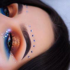 Inspired by the amazing @rowisingh 💗 Eyes• @morphebrushes 35b palette / @makeupgeekcosmetics shadows in chickadee, early bird and morocco / @peachesmakeup pigment in Famous / @anastasiabeverlyhills moonchild glow kit (inner corner) #motd #makeup #makeupartist #mua #vegas_nay #anastasiabeverlyhills #abhbrows #hudabeauty #norvina #jamiegenevieve #abhshadows #universodamaquiagem_oficial #norvina #brian_champagne #undiscovered_muas #dressyourface #wakeupandmakeup #morphebrushes #makeupaddict…
