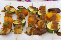 Brochetas de tempeh y verduras con salsa de miso y menta - receta vegana