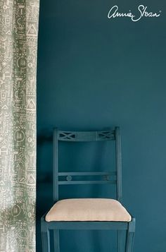 Aubusson Blue Wall Paint is a rich dark classic green-blue in the Annie Sloan palette. Wall Paint by Annie Sloan is a tough, water-based household paint that takes whatever life throws its way. Annie Sloan Chalk Paint Aubusson Blue, Chalk Paint Colors, Annie Sloan Paints, White Chalk Paint, Wall Colors, Blue Painted Walls, Teal Walls, Annie Sloan Farbe, Best Wall Paint