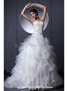 Organza and Lace Sweetheart Chapel Train A-line Wedding Dress