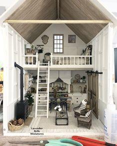 Miniature Dollhouse Furniture, Miniature Rooms, Miniature Houses, Diy Dollhouse, Dollhouse Interiors, Victorian Dollhouse, Wooden Dollhouse, House Lift, Interior Photo
