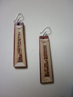 pendientes en madera de granadillo con laminado en fibra de platano (calceta), herrajes en plata. pieza unica.