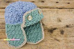Tutorial con schema e spiegazioni per lavorare un bel cappello all'uncinetto in lana con paraorecchie per l'inverno. Modello adatto ai bambini e adulti.