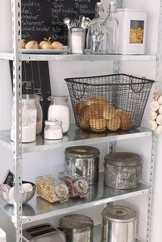 This is exactly how I would want my kitchen rack to look like in a perfect world..... Sigh