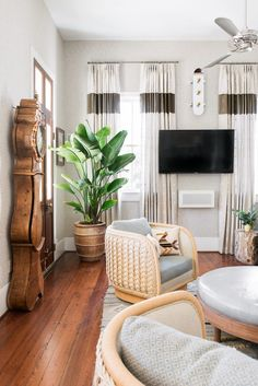 modern bohemian lounge room Living Room Colors, Small Living Rooms, Living Room Designs, Bohemian Chic Home, Modern Bohemian, Boho, Living Room Furniture, Living Room Decor, Bohemian Interior Design