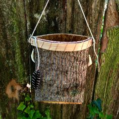 """Make Your Own Appalachian Berry Bucket Homesteading - The Homestead Survival .Com """"Please Share This Pin"""" Tree Bark Crafts, Birch Bark Crafts, Birch Bark Baskets, Berry Baskets, Rustic Wood Crafts, Basket Weaving Patterns, Making Baskets, Pine Needle Baskets, Got Wood"""
