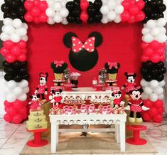 Minie Mouse Party, Minnie Mouse Baby Shower, Mickey Mouse Birthday Theme, Mickey Party, Baptism Party Decorations, Minnie Mouse Birthday Decorations, Minnie Mouse 1st Birthday, Minnie Mouse Favors, Fiesta Mickey Mouse