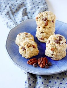 toasted oatmeal, pecan, & chocolate chip cookies