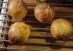 Teljes kiőrlésű hamburger zsemle recept foto Hamburger, Grilling, Bread, Food, Meal, Eten, Breads, Hoods, Burgers