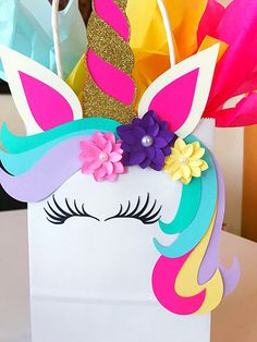 Unicorn Party Favor This idea for a guest gift is super nice for the next unicorn birthday party! Unicorn Valentine, Valentine Box, Party Bags, Party Gifts, Party Favors, Diy For Kids, Crafts For Kids, Baby Shower Gift Bags, Shower Favors