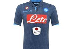 Esta es la nueva camiseta del Napoli.