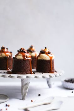 Earl Grey + Salted Caramel Brownies - The Polka Dotter Fudge Brownies, Brownies Au Nutella, Salted Caramel Brownies, Brownie Bar, Chocolate Brownies, Chocolate Desserts, Mini Brownies, Salted Caramels, Cookie Dough Cake