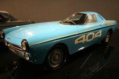 Construit sur la base d'une 404 cabriolet et motorisé par un bloc diesel, ce modèle unique fut développé en 1965 par Peugeot pour battre des records du monde.