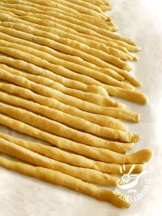 Impasto per grissini gluten free Cooking Bread, Cooking Recipes, Focaccia Pizza, Mezze, Pasta Maker, Mani, Italian Recipes, Appetizer Recipes, Food To Make
