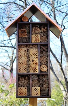 INSECT HOTEL FOR GARDEN INSECT AND BEE ASSEMBLED FIX ON THE WALL OR FENCE
