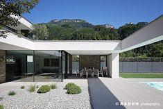 Radon Photographie / Norman Radon: Maison K. Modern Villa Design, Home Exterior Makeover, Modern Prefab Homes, House Front Design, Menorca, Maine House, Villas, Architecture Design, House Styles