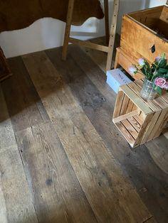 ein Boden | ein Unikat  ●  Holz erleben, dass ist unsere Mission  Unsere alten Dielenböden werden in unserer Manufaktur ausschließlich nach traditionellem Vorbild per Hand bearbeitet  #naturholz #alteeichendielen #flooring #oldoak #dielenboden #manufaktur #baustoffmanufaktur