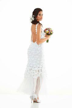 Vestido de noiva em crochê com calda   Boa Tarde meninas.   Hoje vim trazer para vocês algumas inspirações em vestidos de noivas.   Algun...