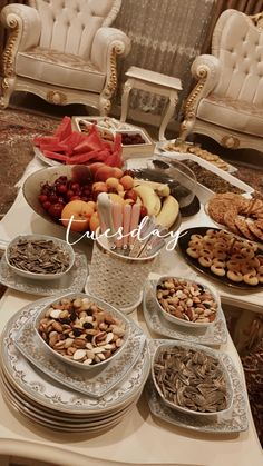 Photographie Indie, Happy Birthday Art, Birthday Gifts, Food N, Food And Drink, Sleepover Food, Party Food Platters, Tumblr Food, Snap Food